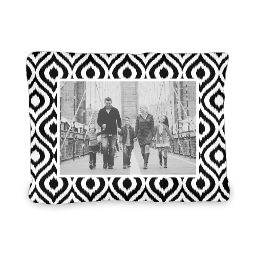 iKat Print Outdoor Pillow, Pillow (Ivory), 12 x 16, Single-sided, Black